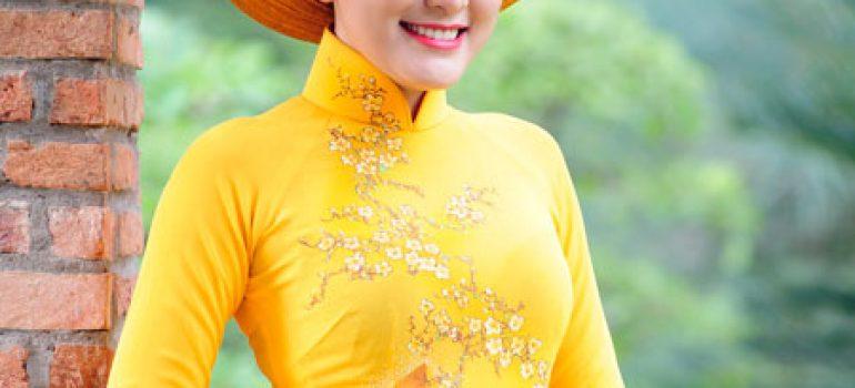 Áo dài vàng hoa mai rực rỡ 11