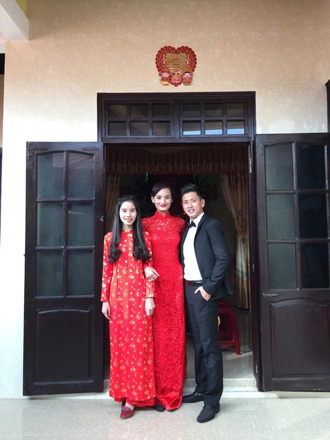 Lê Thúy xinh đẹp với áo dài ren đỏ
