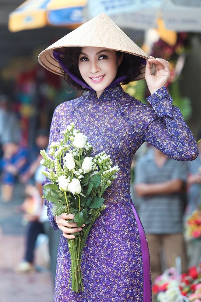 Rạng rỡ cùng áo dài hoa 02
