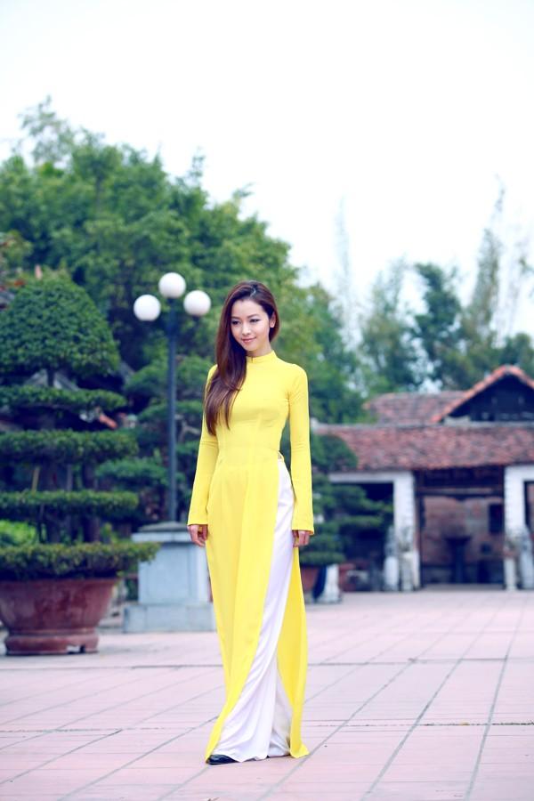 Áo dài lụa đơn sắc mà không đơn điệu 07