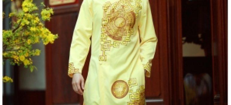 Chú rể trang trọng với áo dài nam 04