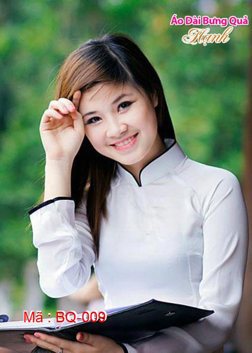 Áo dài trắng phi bóng viền đen cổ truyền thống tay dài