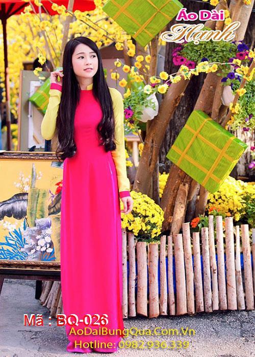 Áo dài hồng sen lụa tay vàng cổ vuông hở tay dài