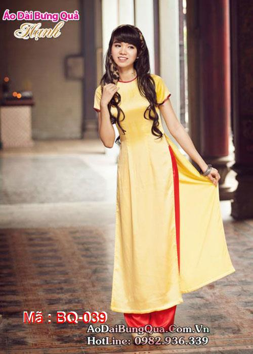 Áo dài vàng lụa trơn cổ tròn viền đỏ tay ngắn