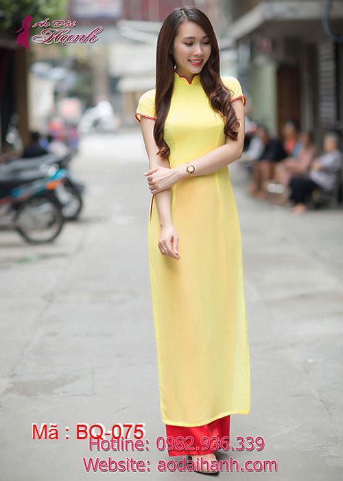 Áo dài vàng tươi chiffon trơn cổ hoa viền đỏ tay ngắn