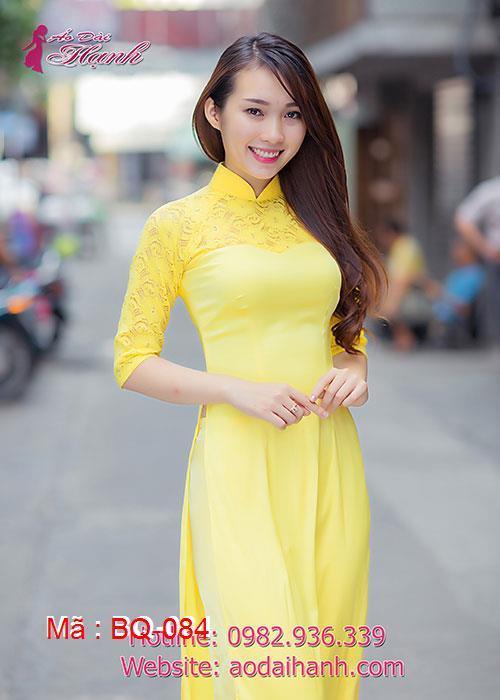 Áo dài vàng lụa phối ren cổ truyền thống tay lỡ cúp ngực