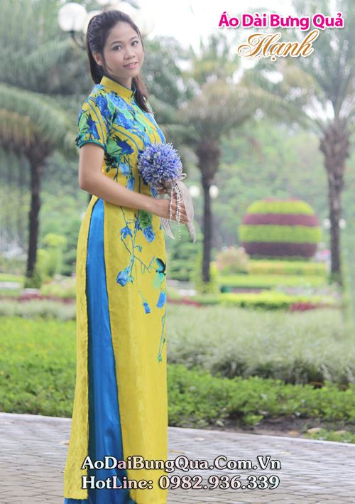 Áo dài vàng lụa hoa xanh cổ truyền thống tay ngắn