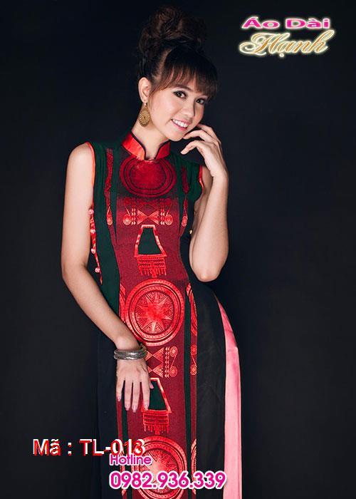 Áo dài đỏ đô trống đồng cổ truyền thống