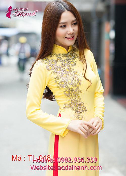 Áo dài vàng chiffon đính hoa nổi vàng đồng cổ truyền thống tay dài