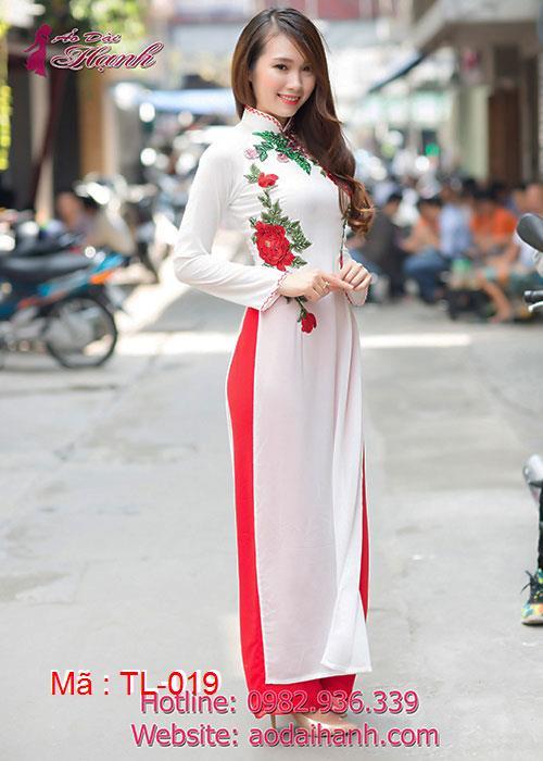 Áo dài trắng chiffon đính hoa nổi màu đỏ cổ truyền thống tay dài