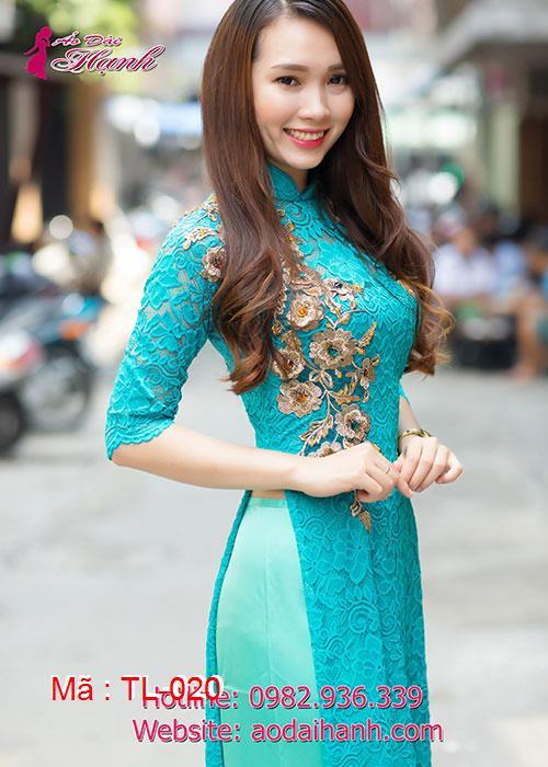 Áo dài xanh lý ren đính hoa nổi vàng đồng cổ truyền thống tay lỡ