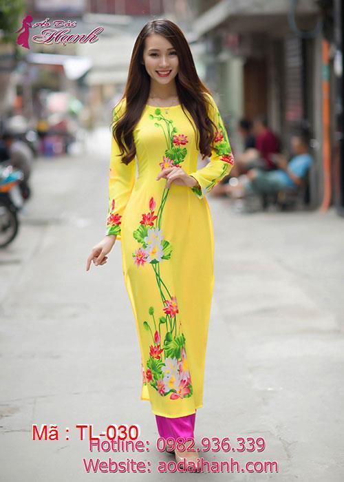 Áo dài vàng lụa hoa sen cổ thuyền tay dài