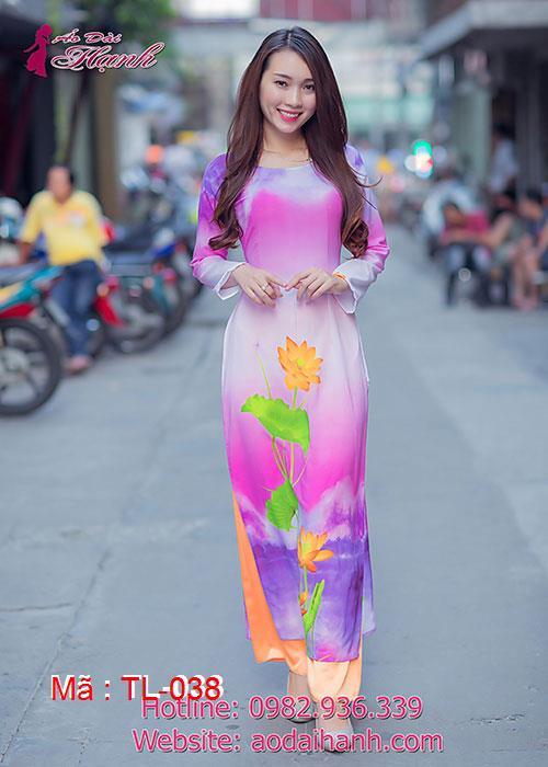 Áo dài lụa in hoa sen cổ thuyền tay dài