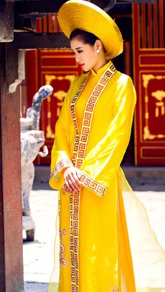 áo cưới vàng đồng đẹp ở sài gòn