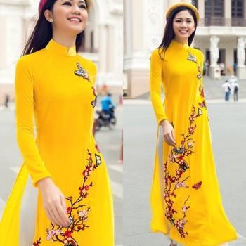 áo dài vàng tươi hoa