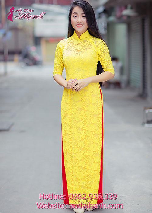 áo dài màu vàng quần đỏ
