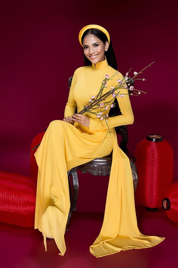 áo dài gấm vàng đẹp 2017