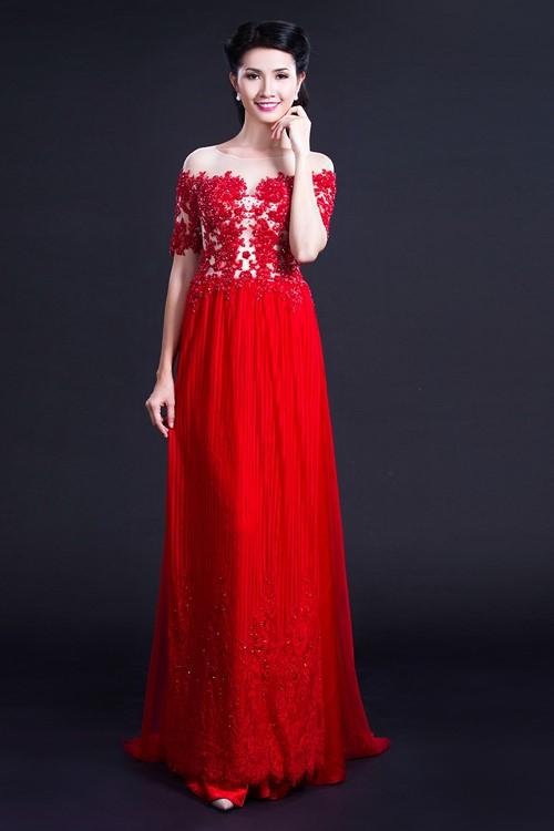 áo dài màu đỏ cách tân trễ vai