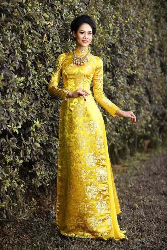 áo dài gấm vàng