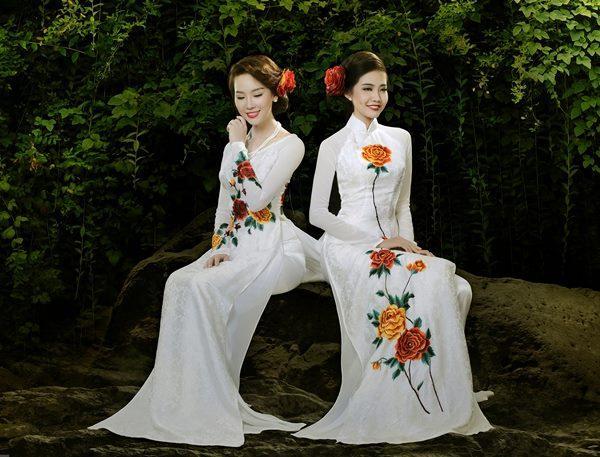 áo dài tà áo thêu hoa