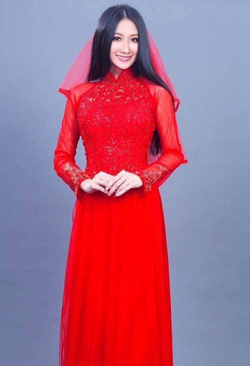 áo dài khăn voan đỏ