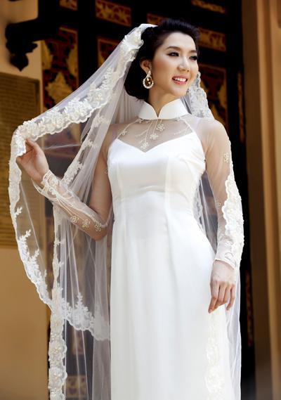 áo dài cô dâu may vải lụa bóng