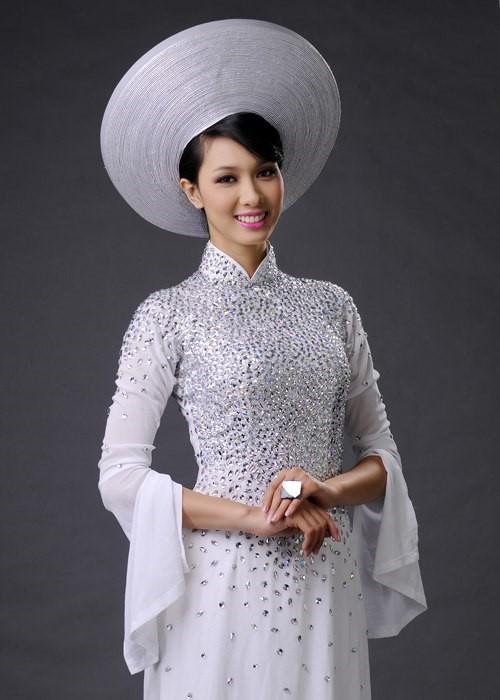 đồ cưới trắng đính cườm