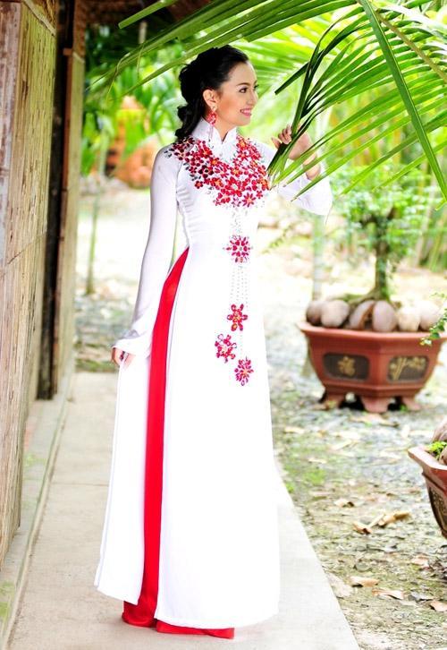 áo dài lễ cưới truyền thống cườm đỏ