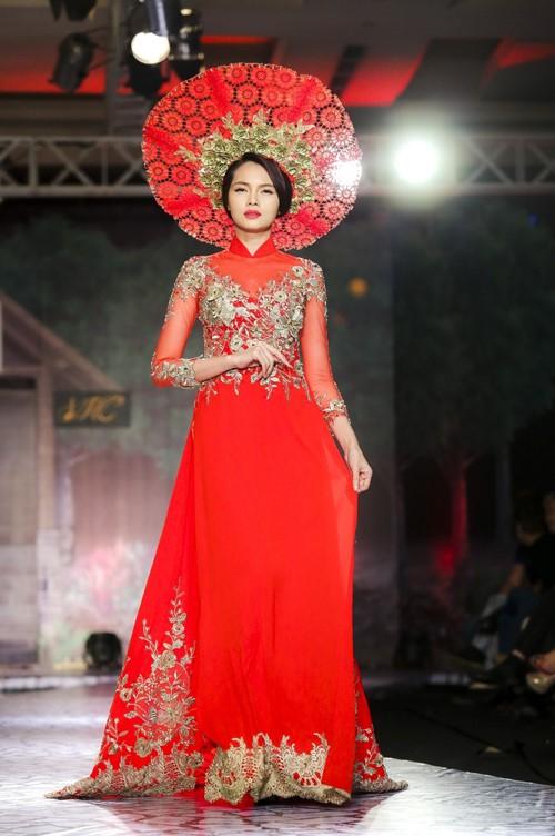 áo dài ngày cưới truyền thống màu đỏ