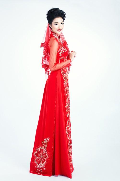 áo dài khoăn voan đỏ