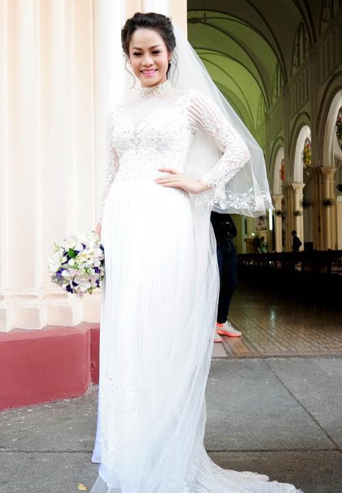 mua áo dài cho tiệc cưới màu trắng