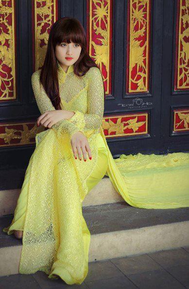 váy cưới màu vàng ánh kim